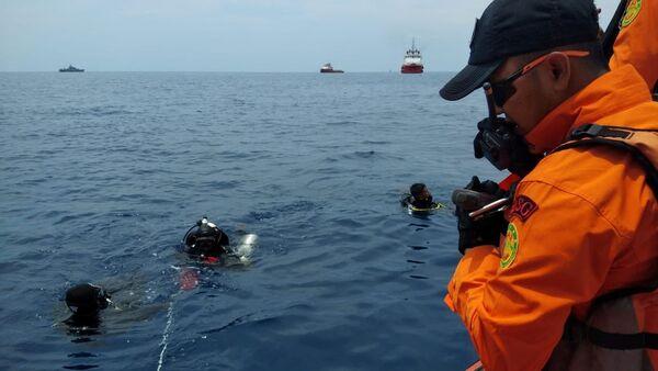 Les secouristes sur les lieux du crash d'un Boeing 737 MAX de Lion Air en Indonésie - Sputnik France
