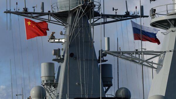 Des drapeaux russe et chinois - Sputnik France