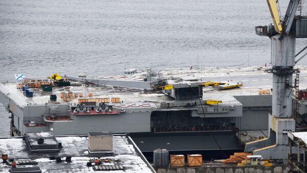 La grue tombée sur le pont d'envol de l'Amiral Kouznetsov - Sputnik France