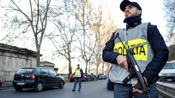 Des officiers de police italiens (image d'illustration) - Sputnik France