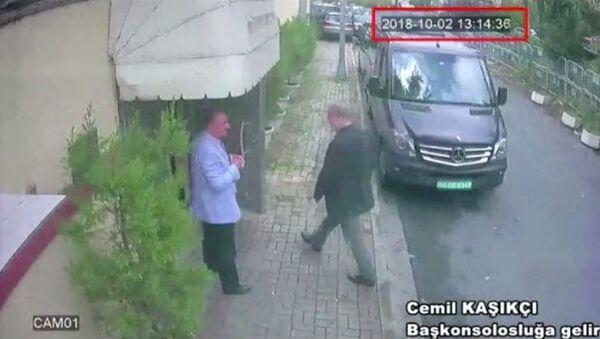 Une image qui montrerait le journaliste Jamal Khashoggi à l'entrée du consulat d'Arabie saoudite à Istanbul - Sputnik France