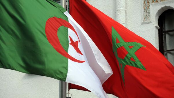 The flags of Algeria (L) and Morocco flutter as Algerian president greets Moroccan Foreign Minister on January 24, 2012 in Algiers. - Sputnik France