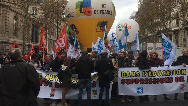 Les fonctionnaires de l'éducation nationale descendent dans les rues de Paris contre les actions du gouvernement et pour la défense du service public, 11 novembre 2018 - Sputnik France