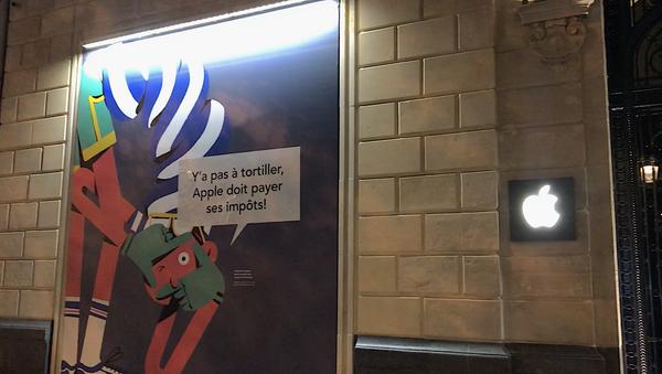ONG Attac mène une action contre l'Apple Store des Champs Elysées à Paris - Sputnik France