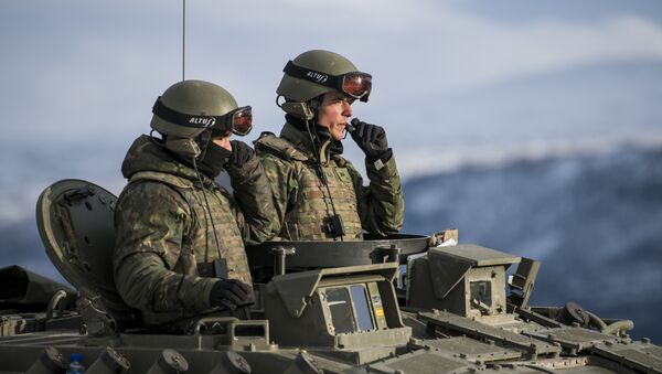 Spanish soldiers in an Pizarro tank during an exercise to capture an airfield as part of the Trident Juncture 2018, a NATO-led military exercise, on November 1, 2018 near the town of Oppdal, Norway. - Sputnik France