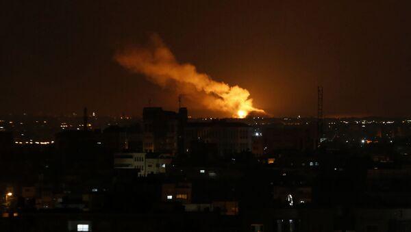 Une explosion dans la bande de Gaza suite à un raid israélien (archive photo) - Sputnik France