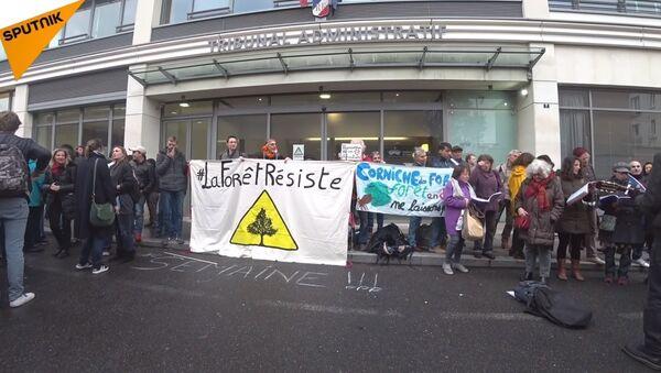 Soutien aux militants de la forêt de Romainville devant le tribunal administratif de Montreuil le 7 novembre 2018 - Sputnik France