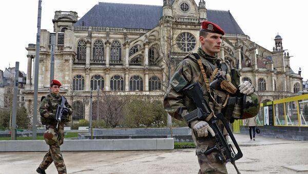 Patrouille de l'opération Sentinelle près de l'église Saint-Eustache, à Paris - Sputnik France