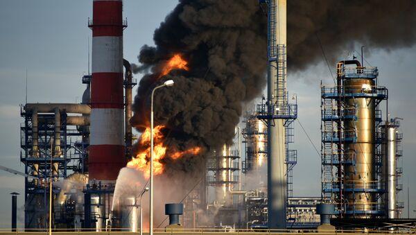 incendie dans une raffinerie de pétrole à Moscou  - Sputnik France