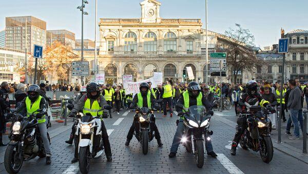 Акции протеста Желтые жилеты во Франции - Sputnik France