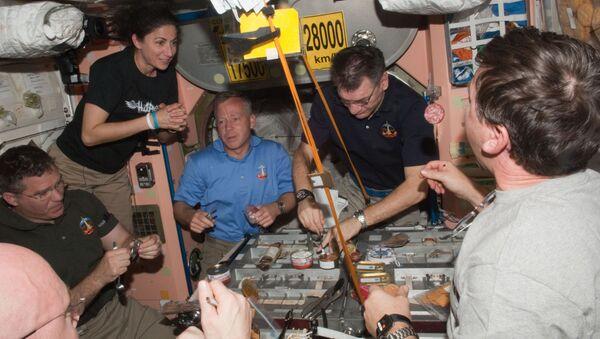 Un déjeuner à bord de l'ISS - Sputnik France