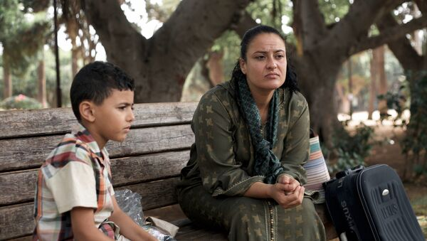Femme marocaine divorcée avec un enfant - Sputnik France