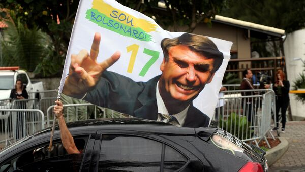 A supporter of Brazil's new president-elect, Jair Bolsonaro, celebrates in front of Bolsonaro's condominium at Barra da Tijuca neighborhood in Rio de Janeiro, Brazil October 29, 2018. - Sputnik France