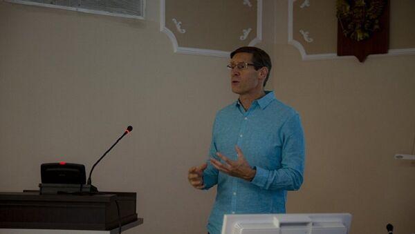 John Lajoie, professeur de physique à l'Université de l'Iowa (USA) et représentant de la direction du projet sPHENIX - Sputnik France