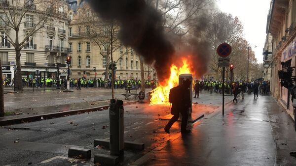 Qui sont les auteurs des violences du 1er décembre à Paris? Avis contradictoires du Net - Sputnik France