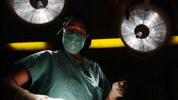 Un chirurgien - Sputnik France