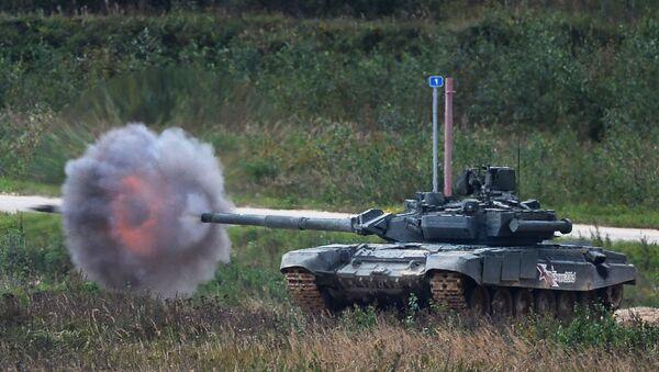 Un T-90 s'entraîne au tir réel - Sputnik France