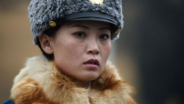 Un agent de la police routière à Pyongyang, Corée du Nord. - Sputnik France