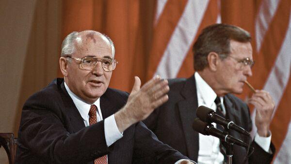 Mikhaïl Gorbatchev et George H. W. Bush, 1990 - Sputnik France