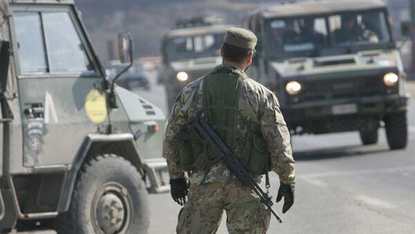 Un poste de contrôle à l'entrée de Pristina - Sputnik France