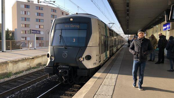 Une rame de RER arrive à la station Nanterre-Ville - Sputnik France