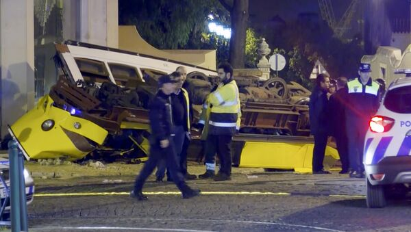In this image taken from video, emergency service personnel work at the scene of a tram accident, Friday, Dec. 14, 2018, in Lisbon, Portugal. - Sputnik France