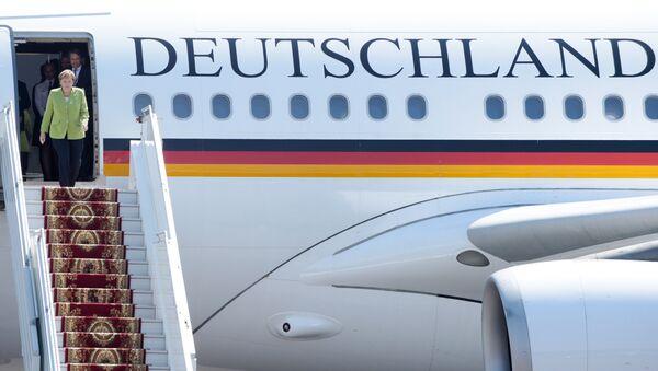 Angela Merkel sort de l'avion gouvernemntal (photo d'archive) - Sputnik France