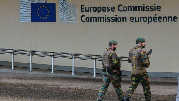 The European Union logo on the European Commission headquarters in Brussels - Sputnik France