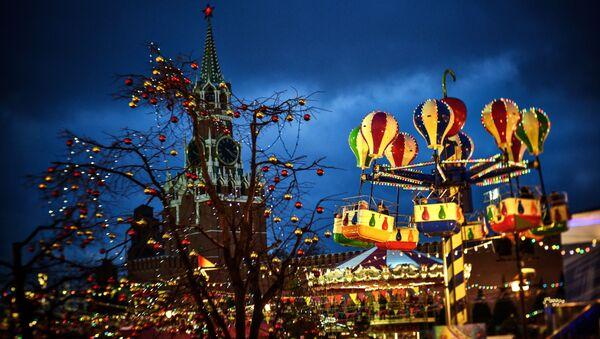 Карусели на новогодней ГУМ-ярмарке на Красной площади в Москве - Sputnik France