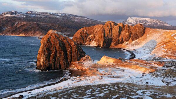 Paysages désertiques extraordinaires de l'île de Kounachir - Sputnik France