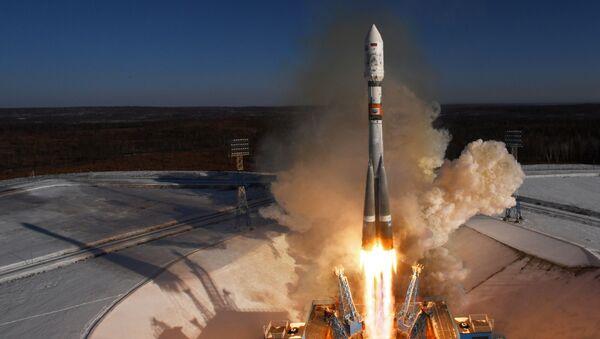 Un lanceur russe Soyouz-2.1a décolle depuis le cosmodrome Vostotchny - Sputnik France
