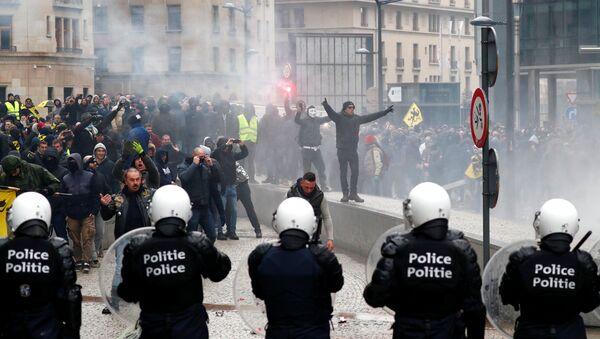 Marche contre le pacte de Marrakech à Bruxelles - Sputnik France