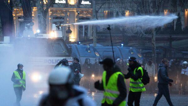 Une manifestation des gilets jaunes à Paris - Sputnik France