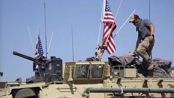 Un soldat américain debout sur un blindé en Syrie (image d'illustartion) - Sputnik France