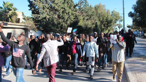 Les Subsahariens de Tunisie en colère après le meurtre d'un Ivoirien - Sputnik France