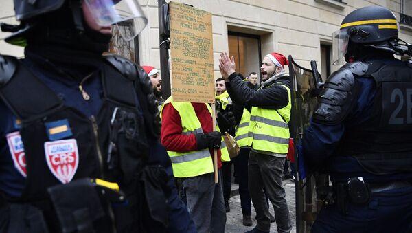 Les Gilets jaunes sont rassemblés à Paris pour l'acte 8 de leur mobilisation, le 5 janvier - Sputnik France