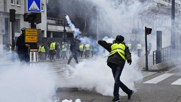 Des Gilets jaunes à Paris - Sputnik France