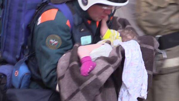 un bébé retrouvé vivant un jour après l'explosion de gaz à Magnitogorsk - Sputnik France