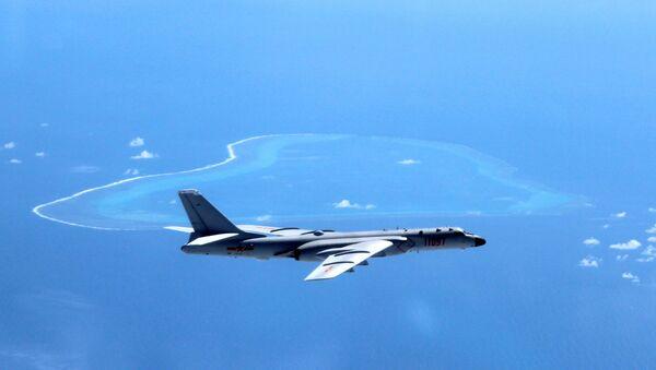 Un bombardier H-6K chinois en patrouille au-dessus de la mer de Chine méridionale (archive photo) - Sputnik France