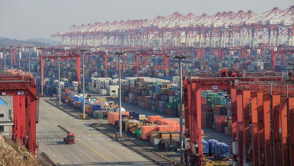 Des conteneurs au port chinois de Yangshan à Shanghaï (archive photo) - Sputnik France