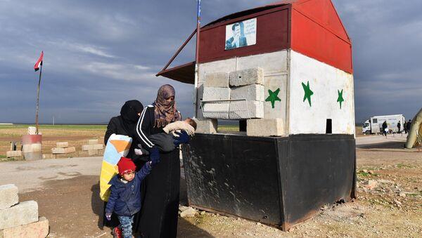 Гуманитарный коридор Абу-Духур в провинции Идлиб - Sputnik France