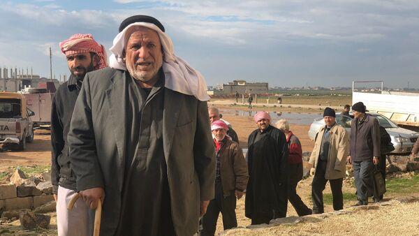 Des Syriens ayant emprunté le couloir humanitaire dans le gouvernorat d'Idlib (photo d'archives) - Sputnik France