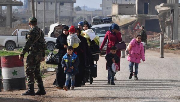 Couloir humanitaire dans le gouvernorat d'Idlib - Sputnik France
