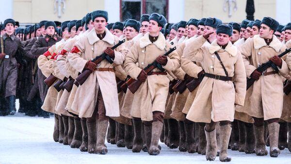 Répétition du défilé en l'honneur du 75e anniversaire de la levée du siège de Léningrad - Sputnik France