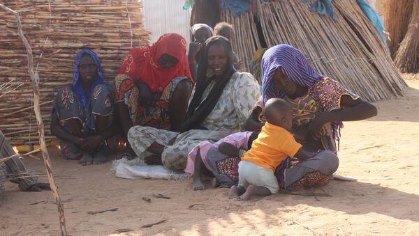 Une famille au camp des déplacés Igawa Mémé, à l'Extrême-Nord du Cameroun - Sputnik France