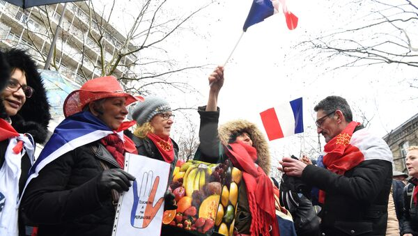 foulards rouges - Sputnik France