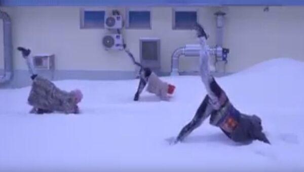 Des asanas dans la neige: ce qu'est le yoga à la russe - Sputnik France