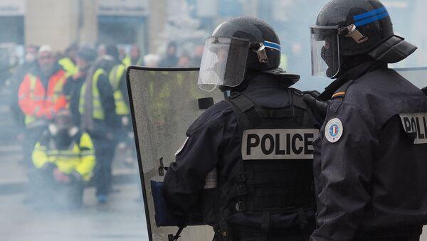 Gilets jaunes et police - Sputnik France