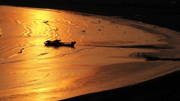 Закат на побережье Тихого океана острова Кунашир - Sputnik France
