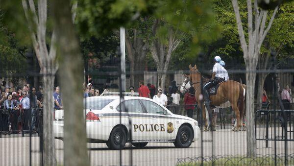 US Secret Service Car Parked Outside the White House - Sputnik France